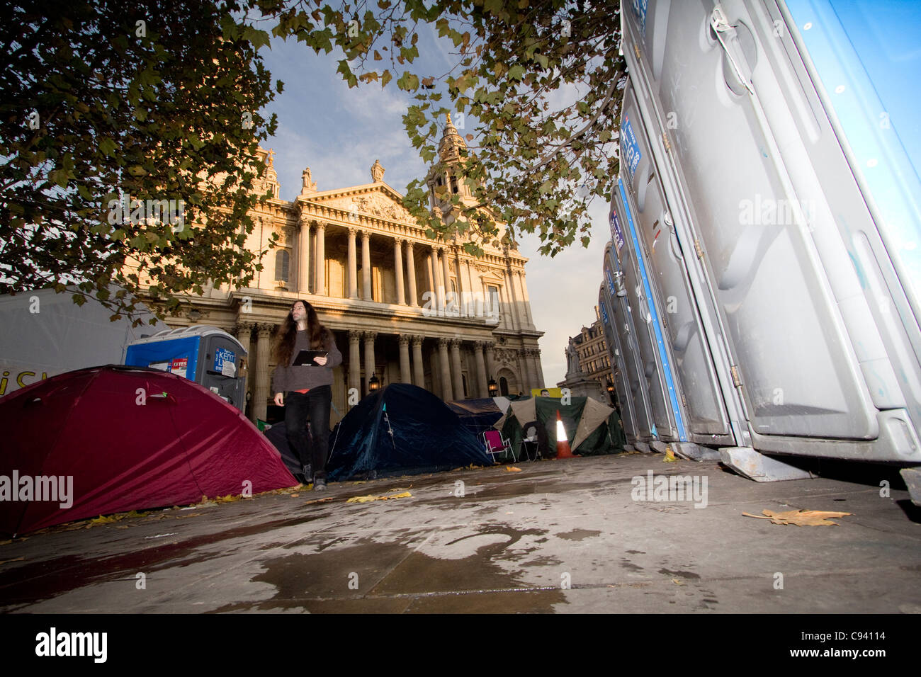 St pauls occupy protestors camping, lavatories and tents on forecourt - Stock Image