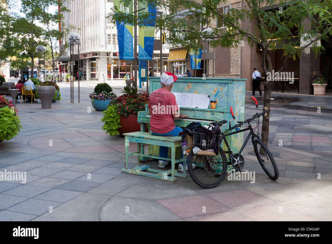 Main playing painted piano on 16th Street Mall in downtown Denver, Colorado, part of Your Keys to the City public - Stock Image