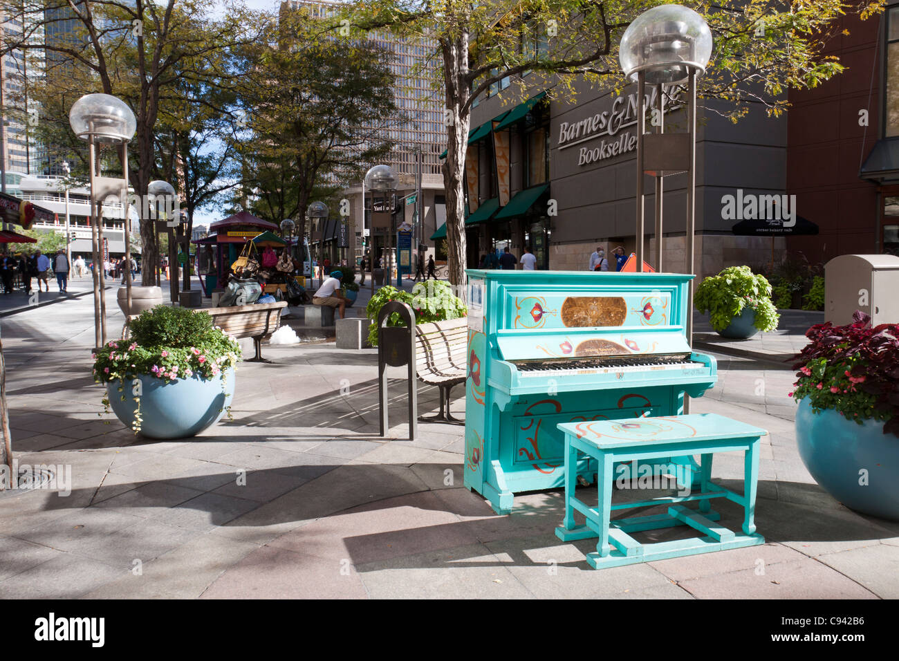 Painted piano on 16th Street Mall in downtown Denver, Colorado, part of the Your Keys to the City public art program - Stock Image