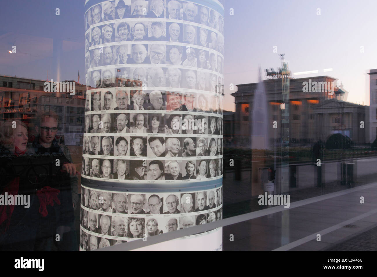 Academy of the Arts in Berlin and the mirroring Brandenburg Gate, Germany; Akademie der Künste in Berlin - Stock Image
