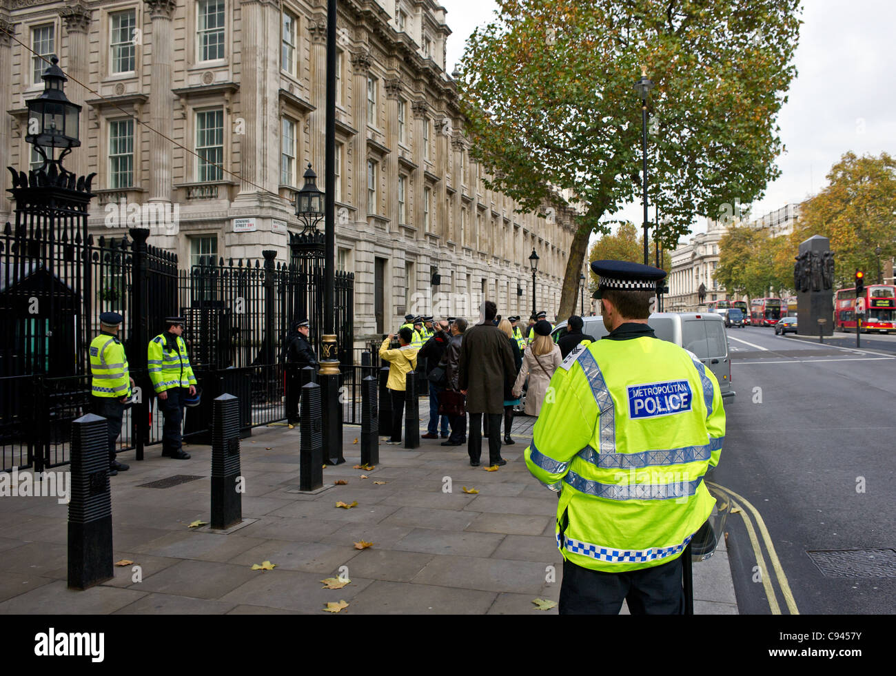 Metropolitan Police on duty outside the entrance to Downing Street in London Stock Photo