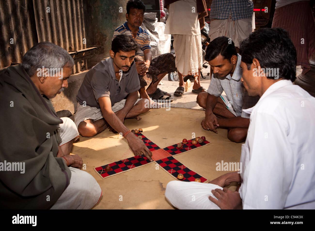 India, West Bengal, Kolkata, leisure, men playing Pachisi Bengali board game - Stock Image