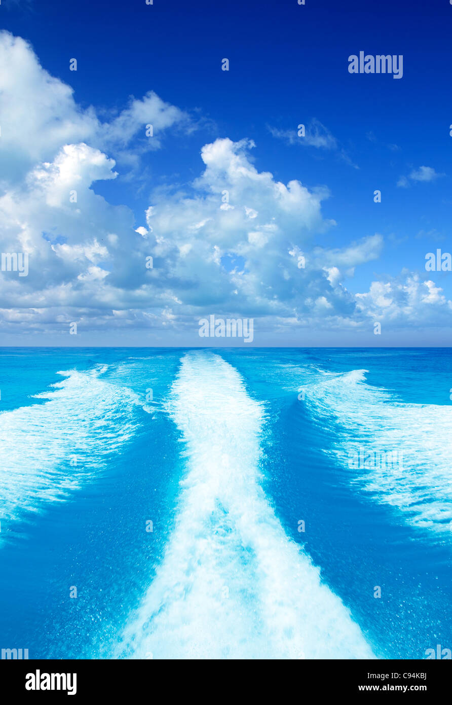 Boat wake prop wash on turquoise sea in sunny day - Stock Image