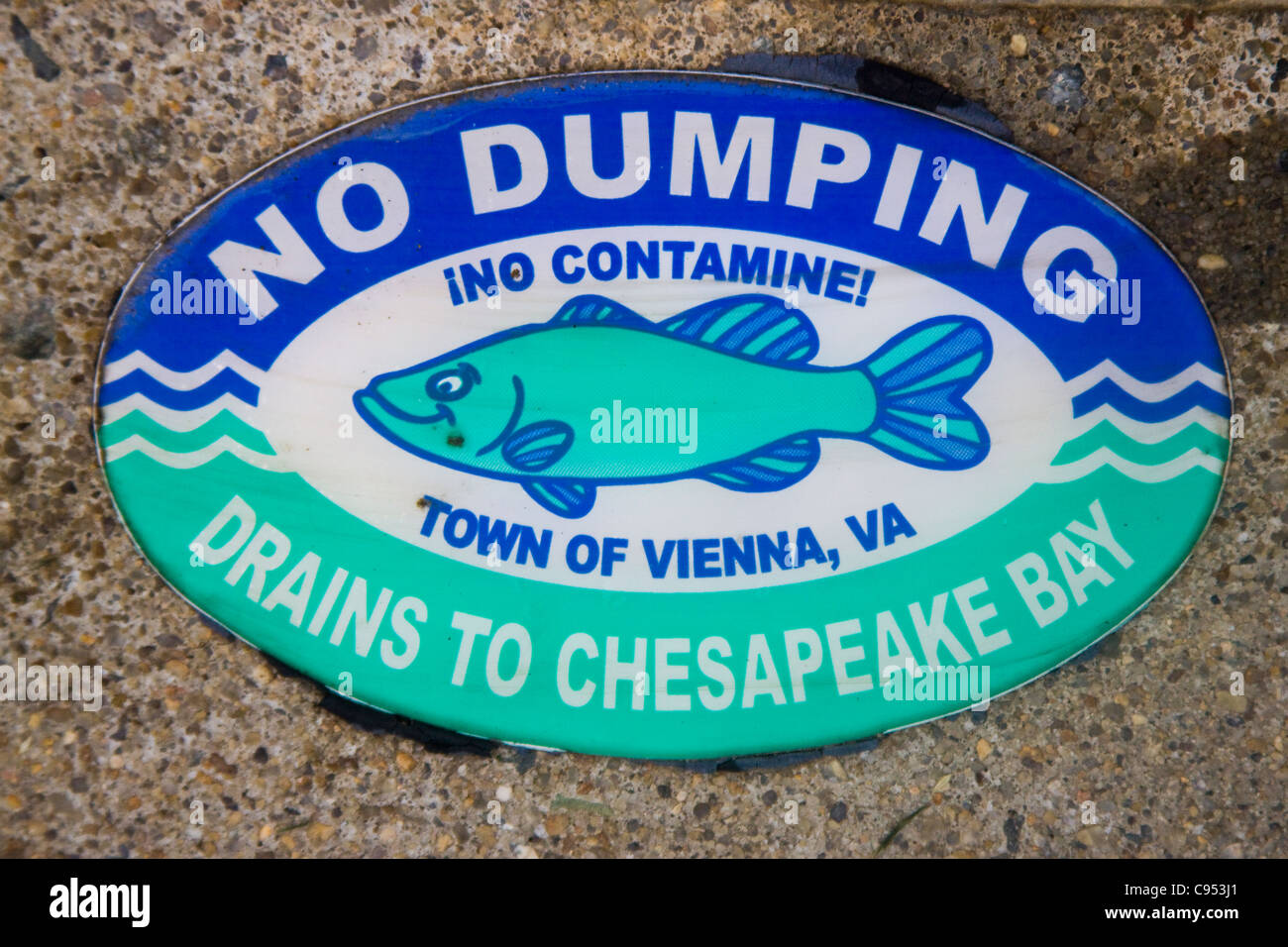 Town of Vienna Virginia No Dumping Drains to Chesapeake Bay marker on top of a storm water drainage catch basin - Stock Image