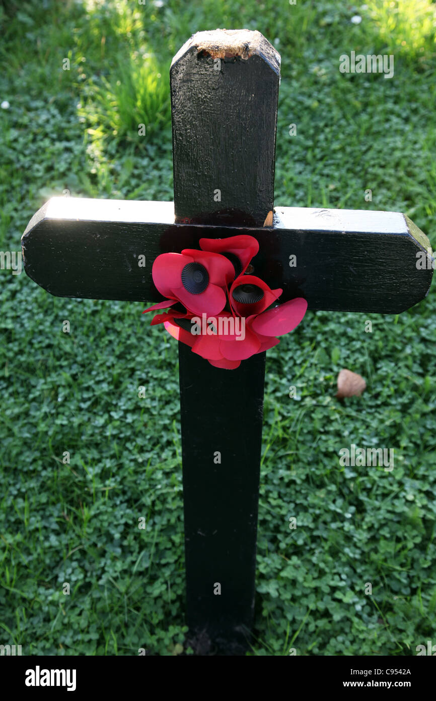 Poppies on a cross for Remembrance Day - Stock Image