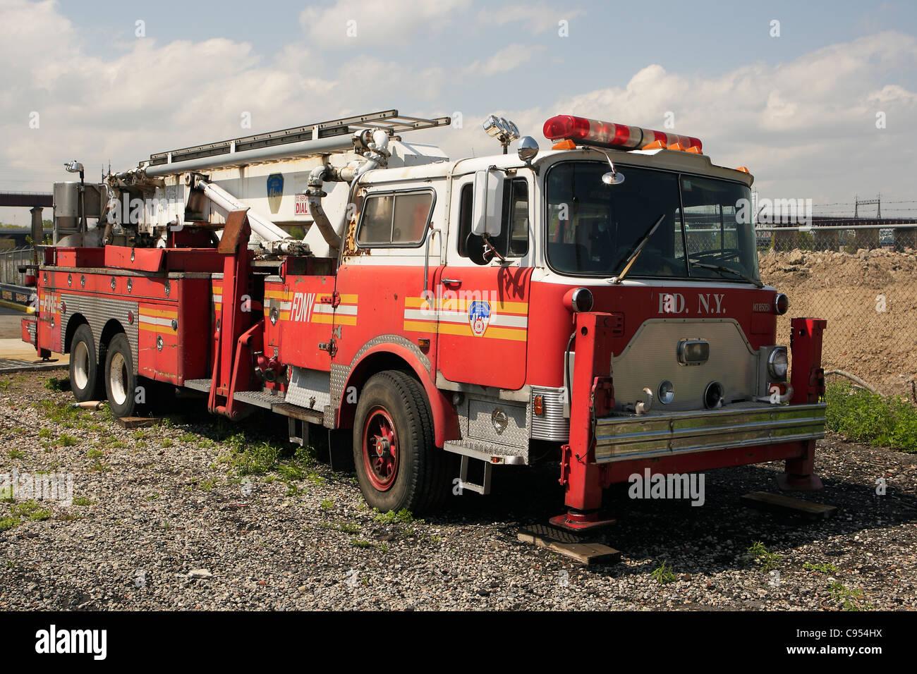 mack cf baker 75ft tower ladder fdny stock photo 40066038 alamy