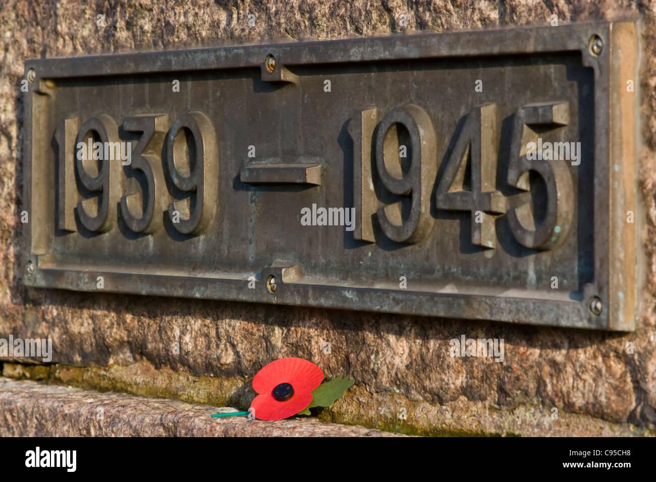 Poppy & Date Plaque On Mountsorrel War Memorial - Stock Image