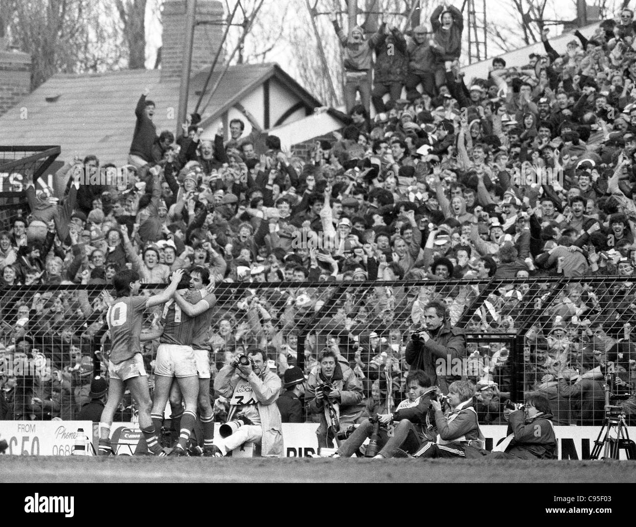 Everton V Luton Town FA Cup semi final at Villa Park 13/4/85 Everton players celebrate their winning goal in front - Stock Image