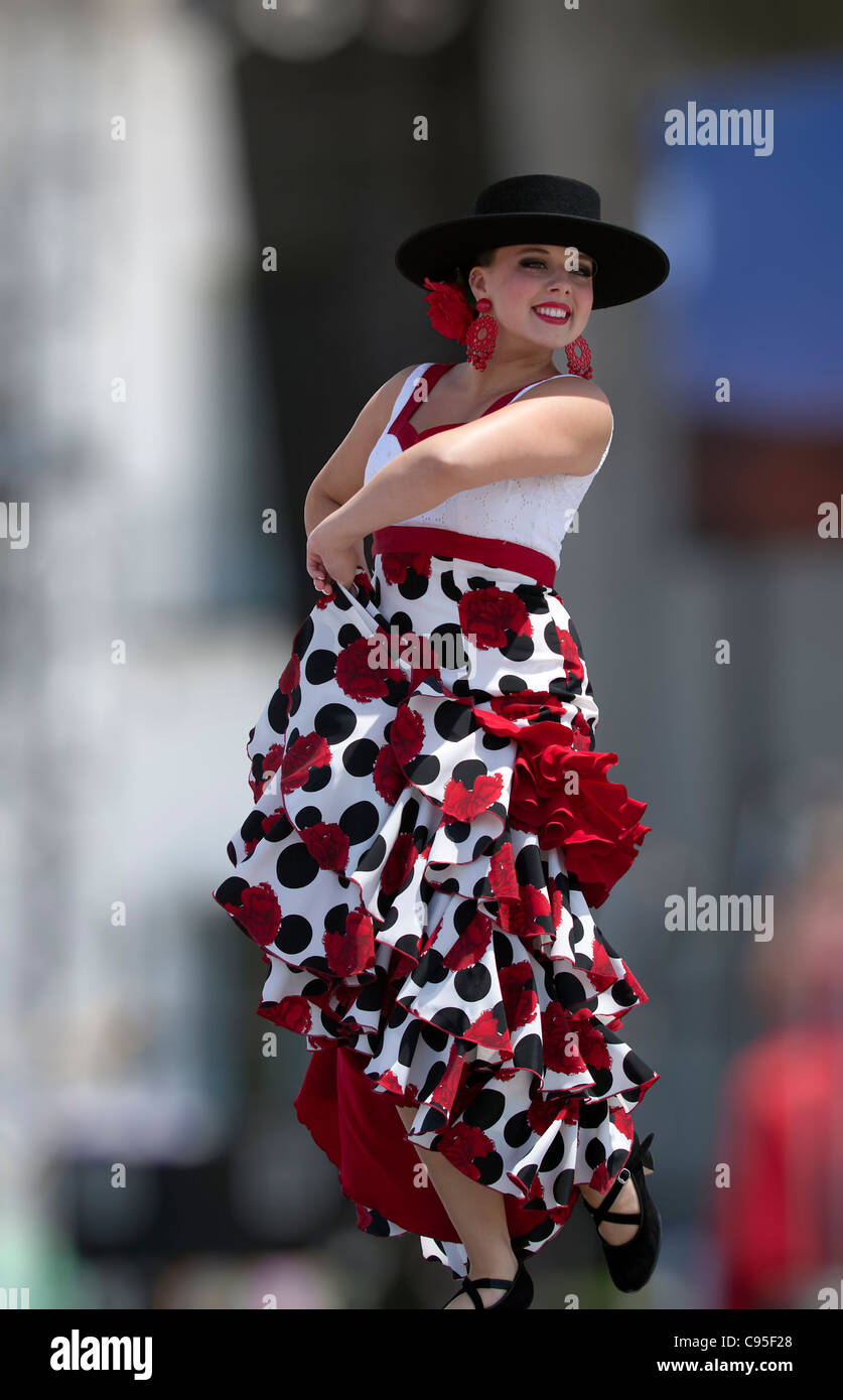 Young Latin woman dancing the Flamenco - Stock Image