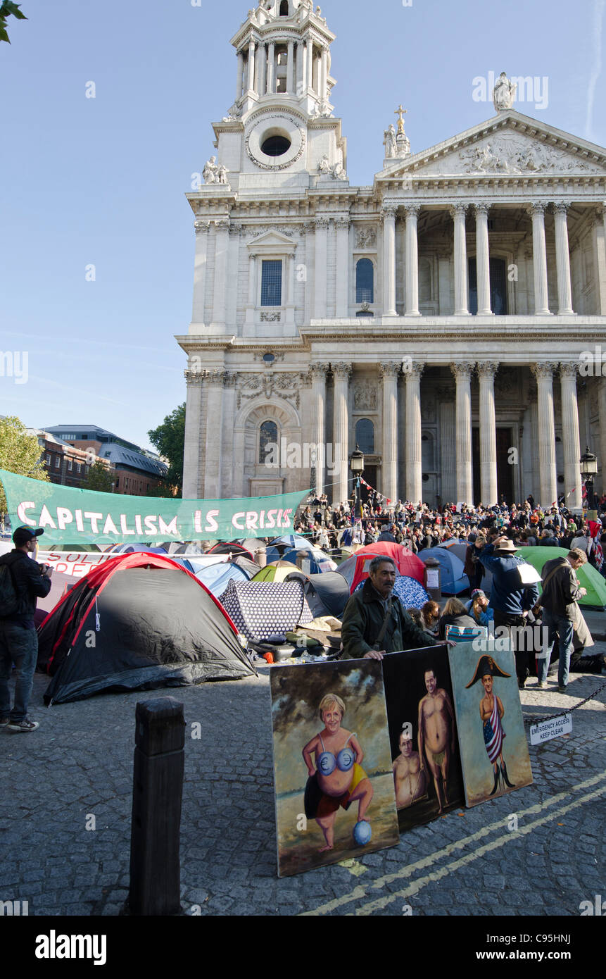 Anti Capitalist Tent protesters St Paul's Cathedral, City of London Uk Occupy London - Stock Image