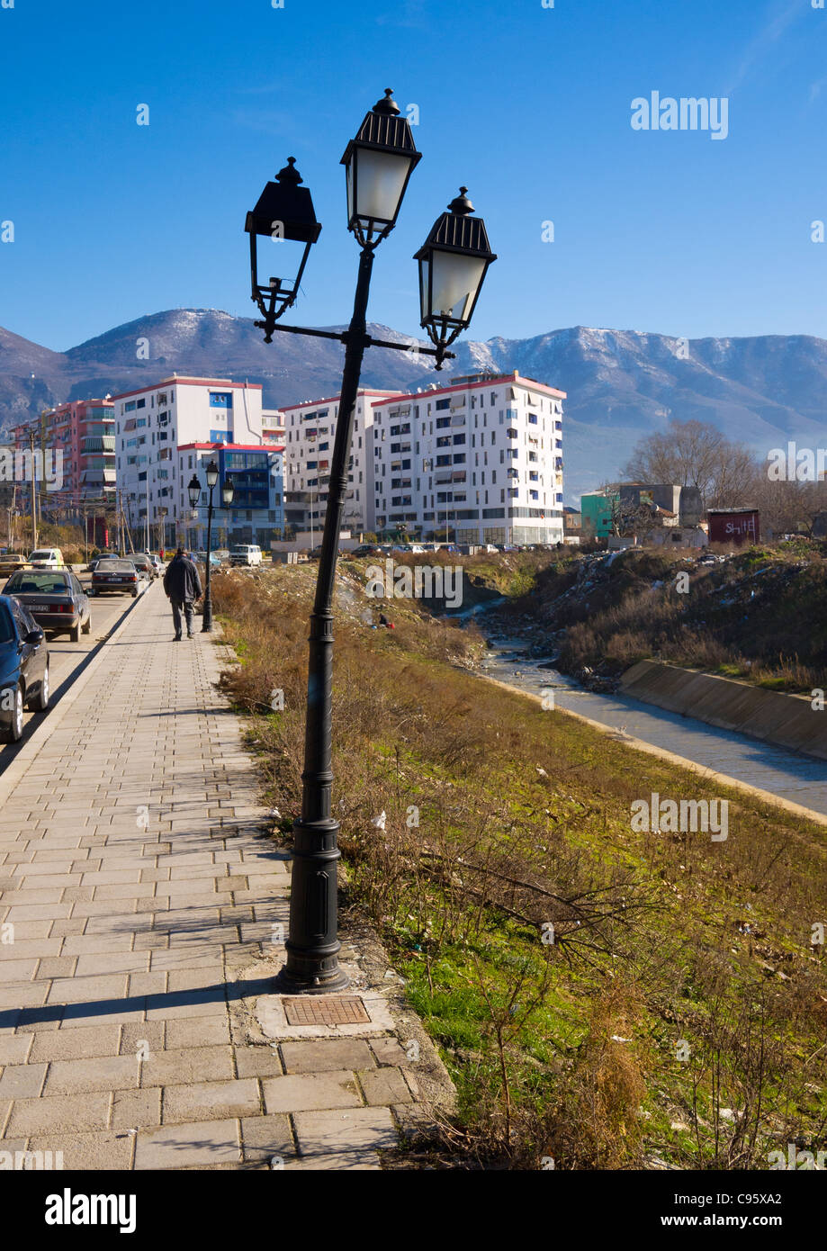 A crooked lamppost on Bulevardi Zhan D'Ark, Tirana, Albania, beside the banks of the River Lana. - Stock Image