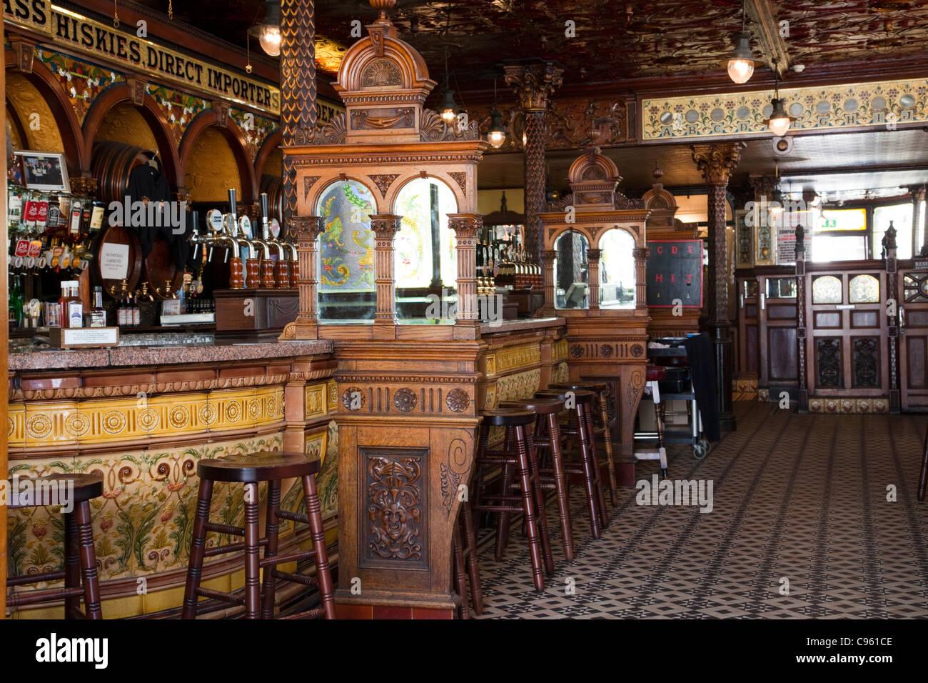 Northern Ireland, Belfast, Interior of the Crown Liquor Saloon - Stock Image