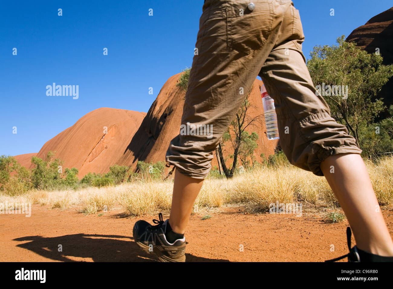 Hiker on the Uluru (Ayers Rock) Base Walk.  Uluru-Kata Tjuta National Park, Northern Territory, Australia Stock Photo