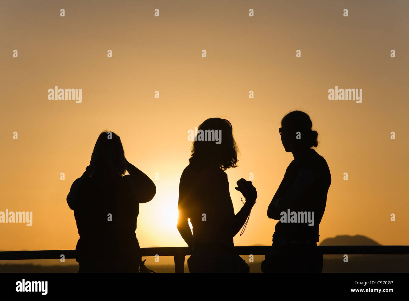 Tourists watch the sunset from the top of Anzac Hill.  Alice Springs, Northern Territory, Australia - Stock Image