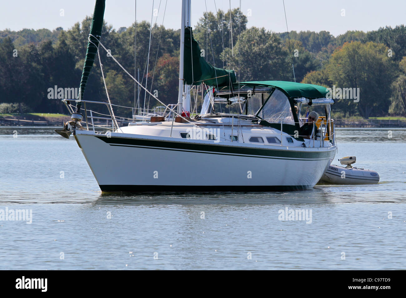 A cruising sailboat on Trippe Creek - Stock Image