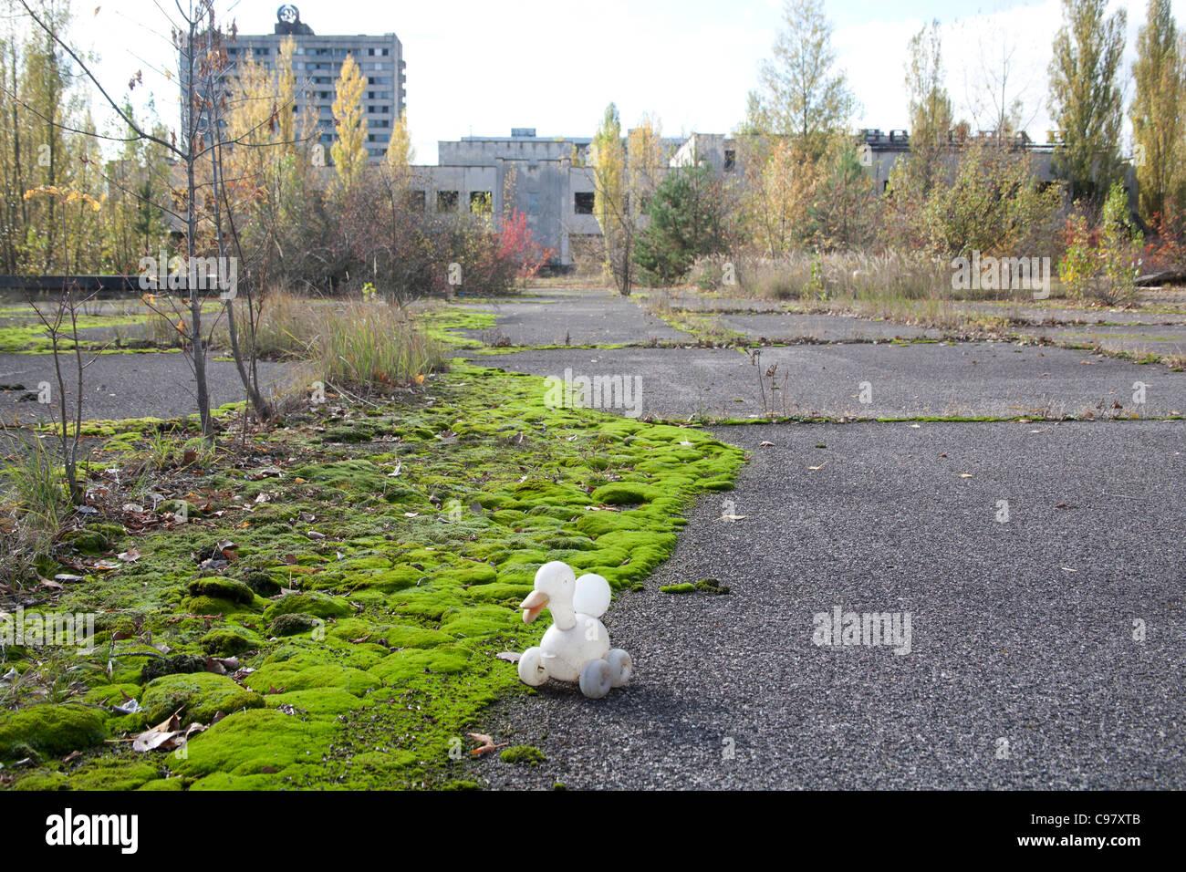 Childs toy duck abandoned on Lenin Square, Pripyat Chernobyl exclusion zone Ukraine - Stock Image