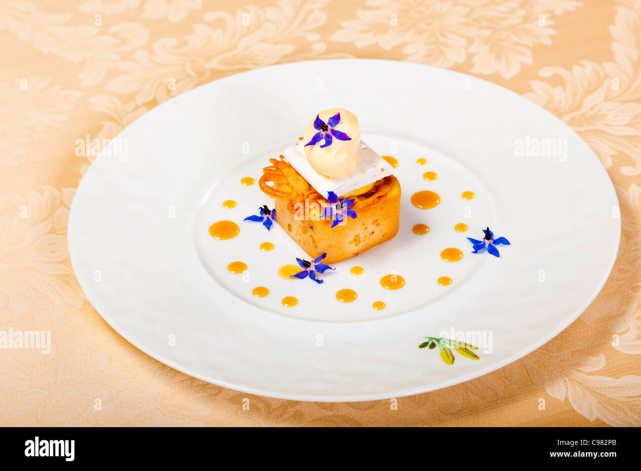 Details of a new version of a lemon tart., CHATEAU SAINT-MARTIN & SPA - 2490 Avenue des Templiers - BP 102  - Stock Image