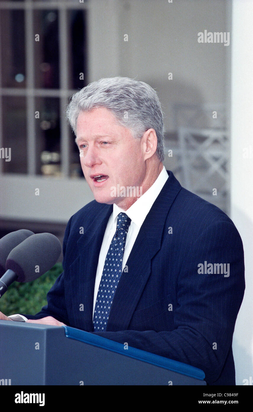 President Clinton makes a short statement after the Senate acquitting him of impeachment charges in the Rose Garden - Stock Image