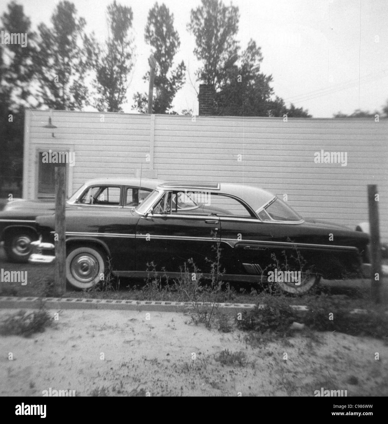 Indiana car culture 1960s black and white parked 1950s cars car lot - Stock Image