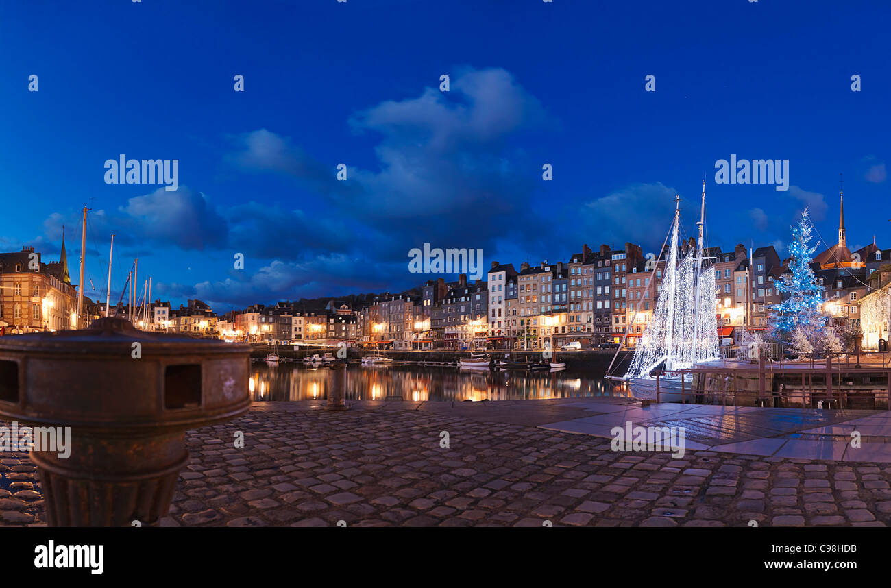 The panorama of Honfleur at night., Restaurant Sa Qua Na 22, pl. Hamelin Honfleur (14600) France TÉL : +33 - Stock Image