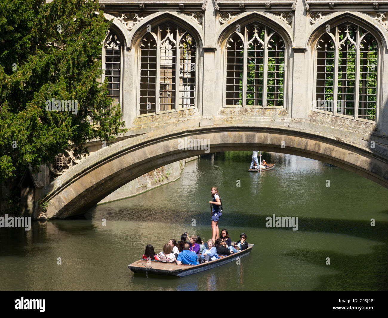 Punting Beneath the Bridge of Sighs, St Johns College, Cambridge. - Stock Image