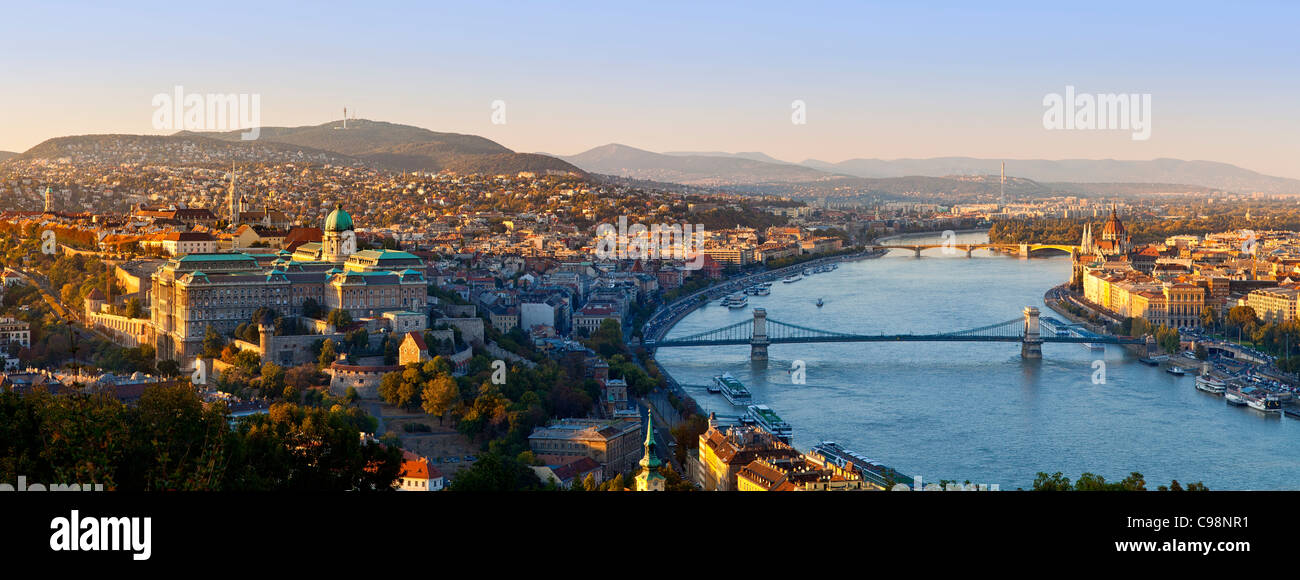 Budapest, Chain Bridge over Danube River and Hungarian Parliament Building - Stock Image