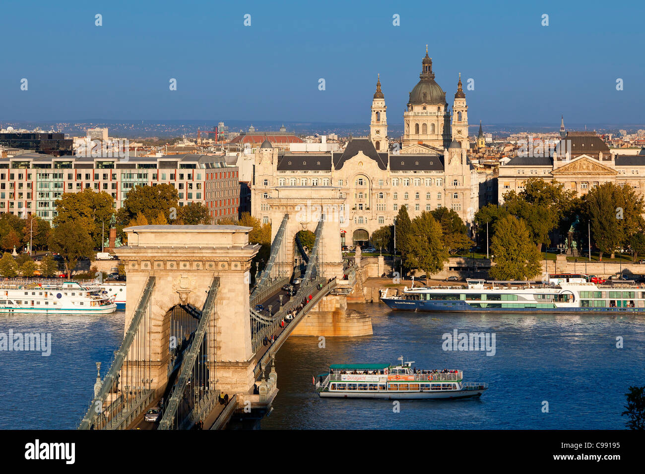 Budapest, Chain Bridge and St. Stephen s Basilica - Stock Image