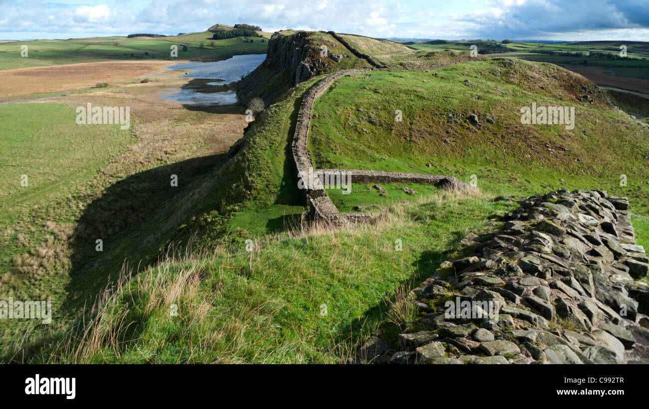 A view looking eastward along Hadrian's Wall towards Housesteads Roman Fort, Northumbria England UK   KATHY - Stock Image