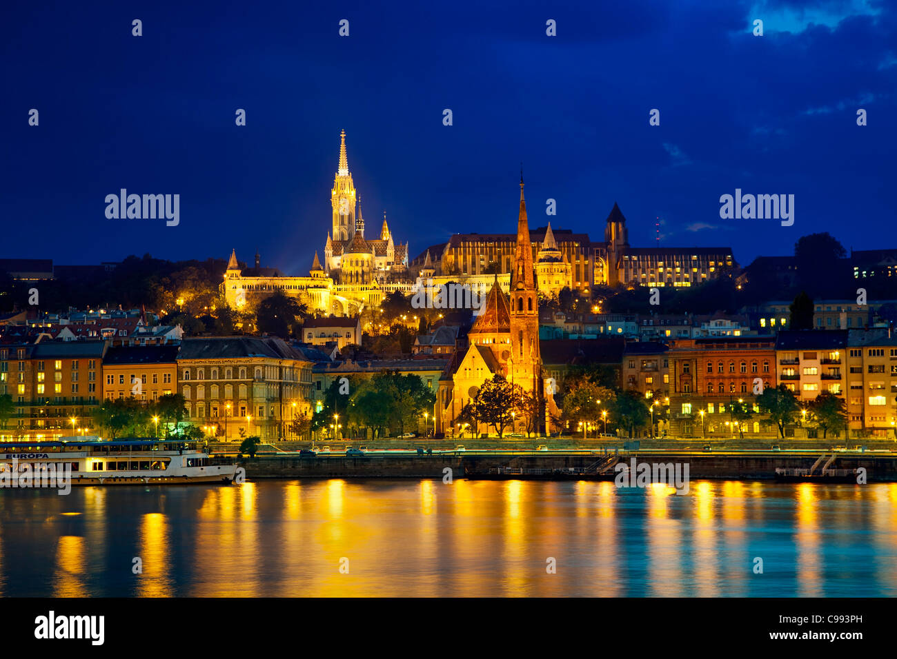 Europe, Europe central, Hungary, Budapest, Matthias Church and Calvinist Church at Night - Stock Image