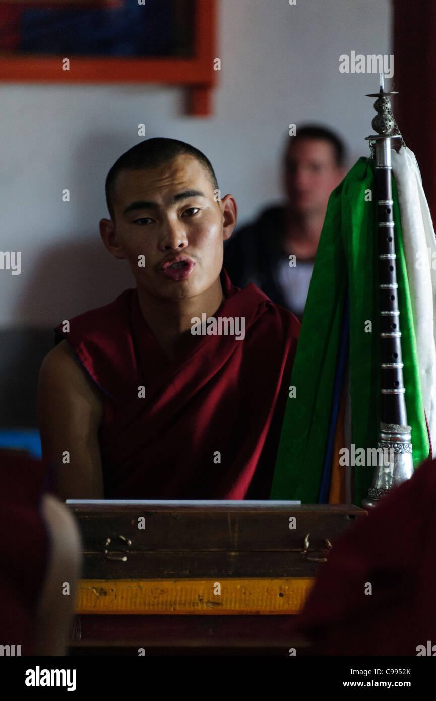 Monks praying in Shankh monastery (khiid), Mongolia Stock Photo