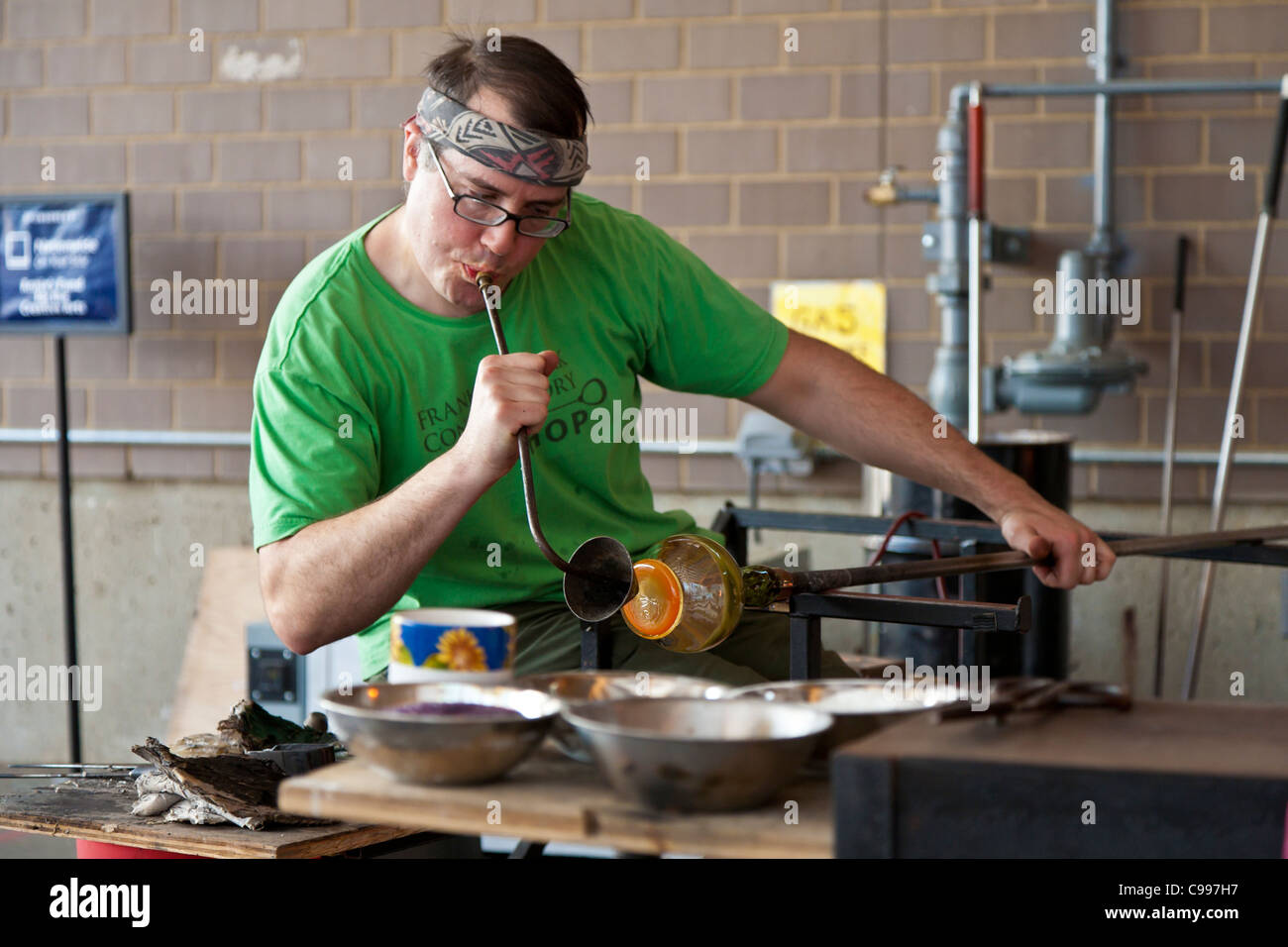 Glass blower giving a demonstration in the Hot Shop at the Franklin Park Conservatory in Columbus, Ohio. - Stock Image