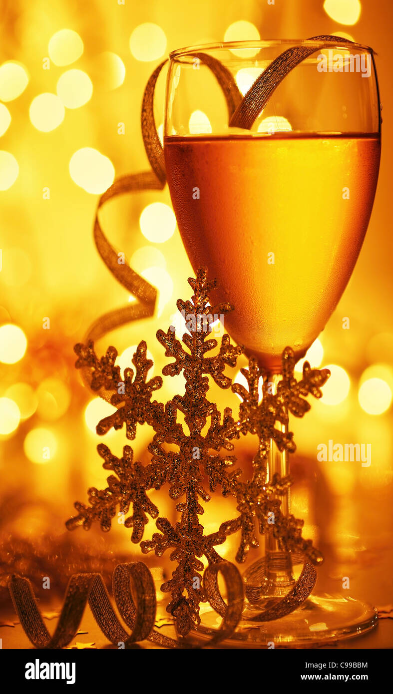 Romantic holiday drink, celebration of Christmas or new year eve, party with Champagne and festive gold ornament - Stock Image