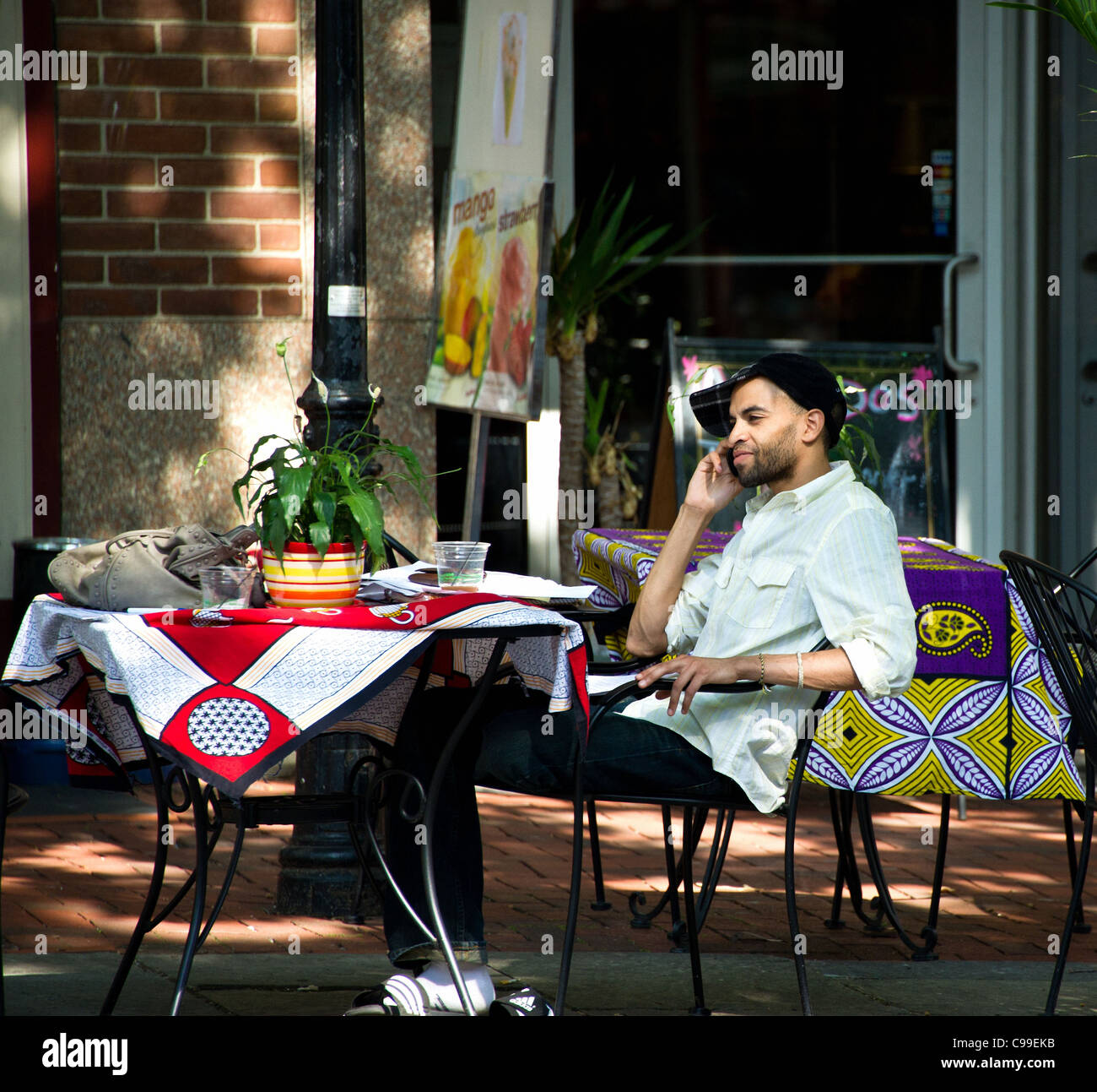 Young urbanite at outdoor cafe. - Stock Image