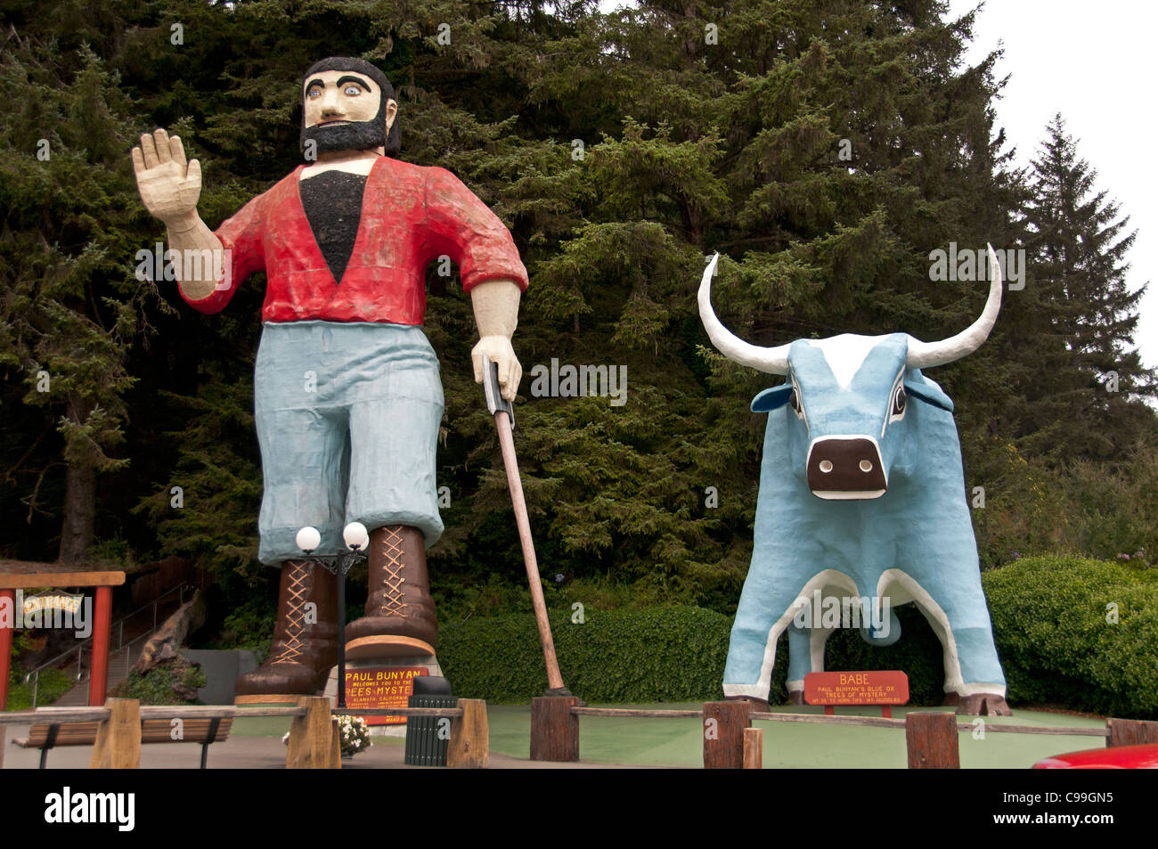 Klamath California Redwoods Paul Bunyan Blue Ox giant wooden sculpture statue United States of America - Stock Image