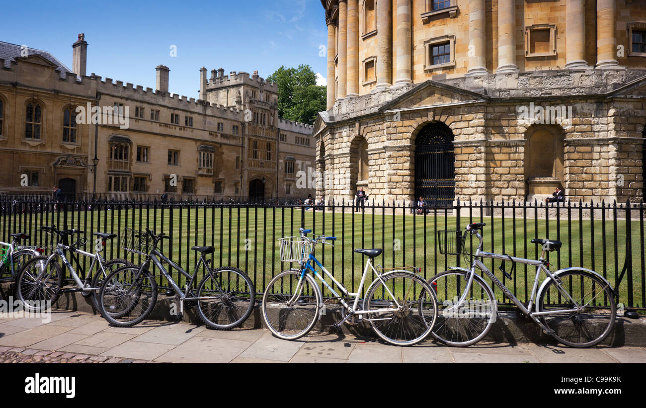 Cycles, Radcliffe Camera, Oxford, Oxfordshire, England - Stock Image