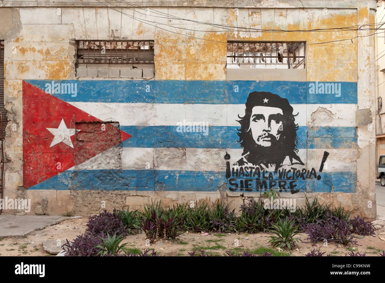 Mural of Cuban flag and Che, Vieja Havana Cuba - Stock Image