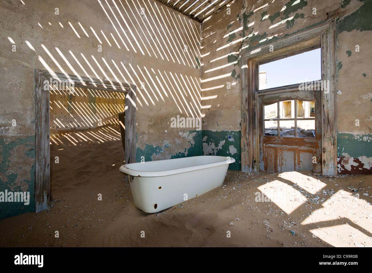 Bathtub in an abandoned house in Kolamanskop a former diamond mine in Namibia Stock Photo