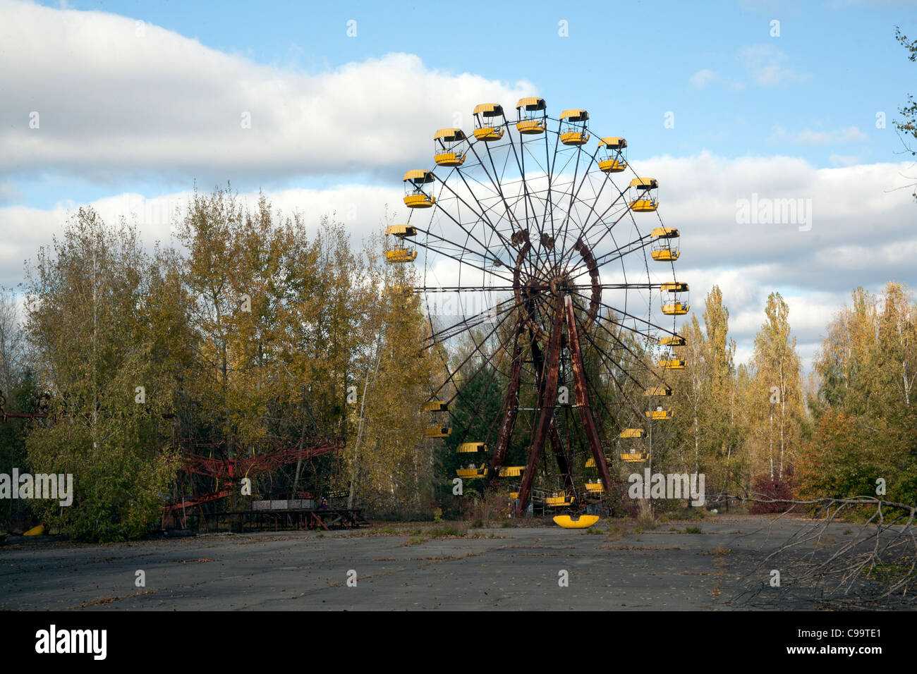 The Pripyat Ferris Wheel in the Pripyat Amusement Park Pripyat Chernobyl exclusion zone Ukraine - Stock Image