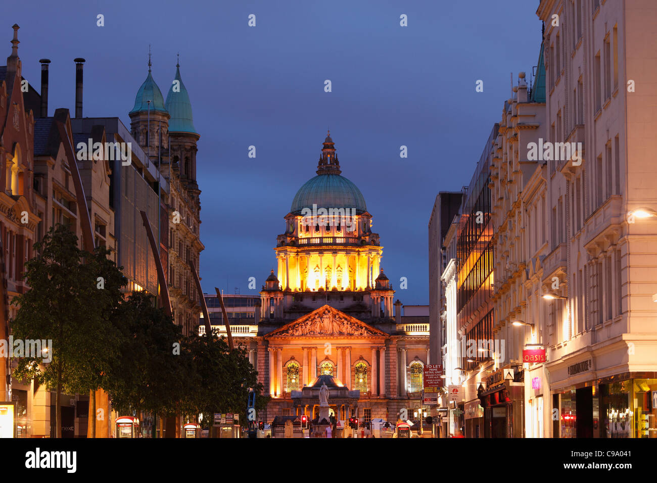 United Kingdom, Ireland, Northern Ireland, Belfast, View of city hall at donegall place - Stock Image