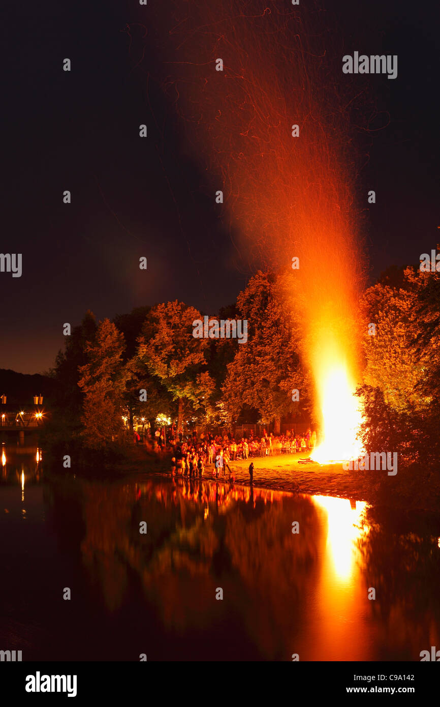Germany, Bavaria, Upper Bavaria, Wolfratshausen, People celebrating midsummer festival - Stock Image
