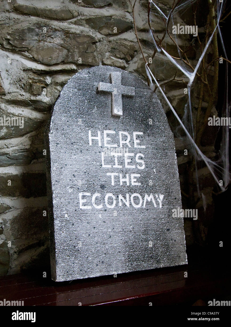 A mock tombstone in a Dublin pub at Halloween with a wry comment on the state of the Irish economy (2011) - Stock Image