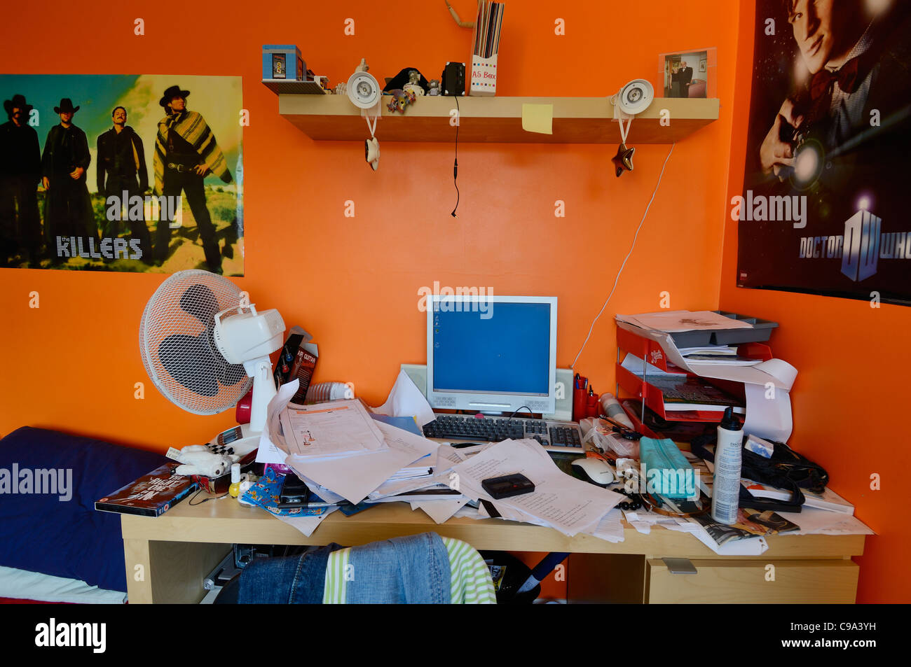 An untidy desk in a teenager's bedroom. - Stock Image