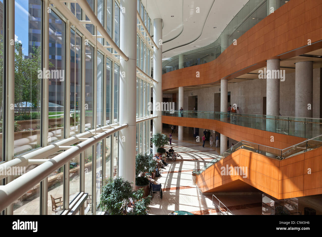 Interior view of Nathan Landow Atrium in Gonda Building of Mayo Clinic in Rochester, MN. - Stock Image