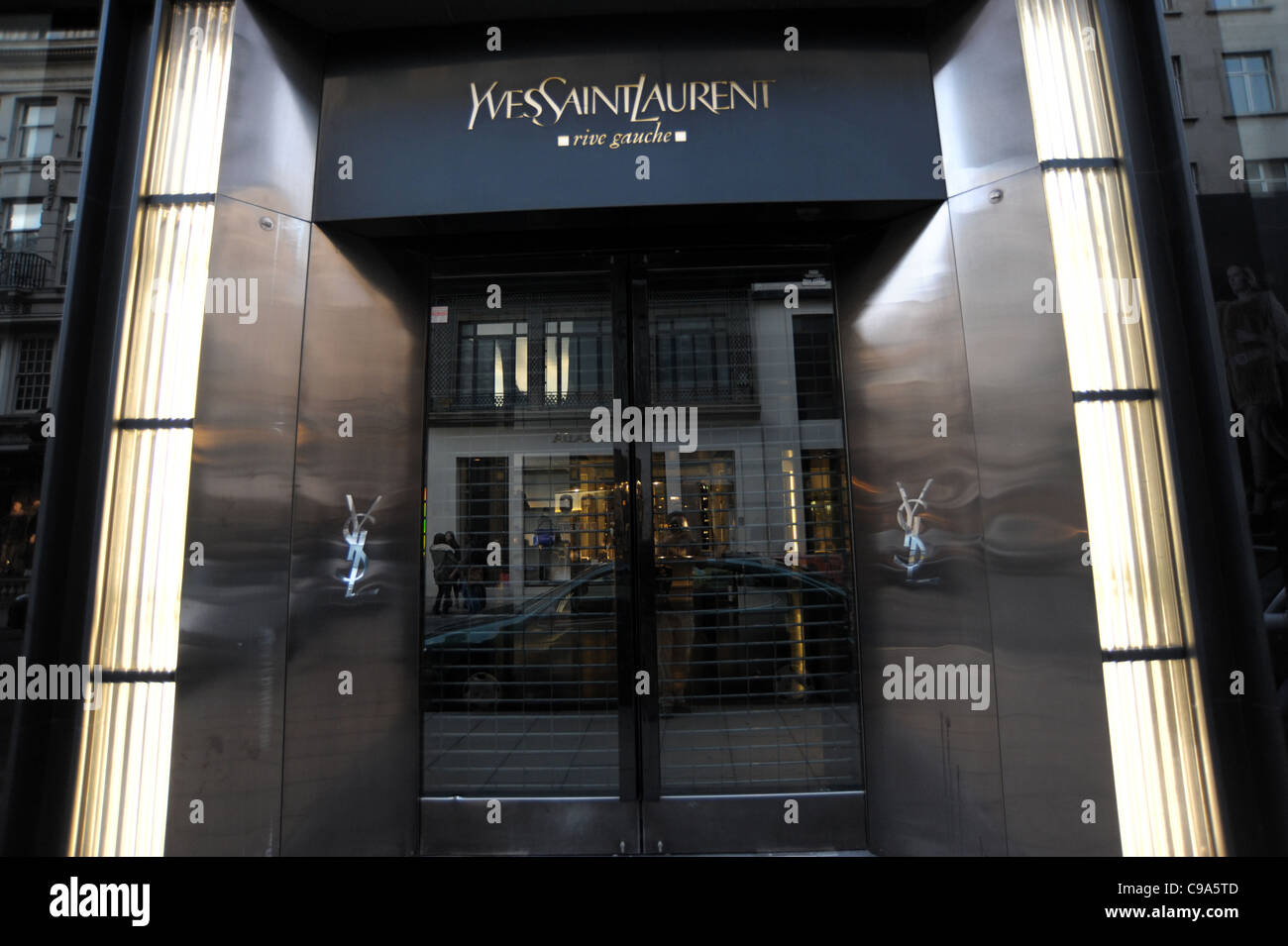 yves saint laurent store front stock photos yves saint laurent store front stock images alamy. Black Bedroom Furniture Sets. Home Design Ideas