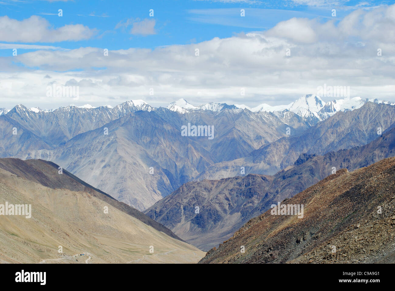 A view of snow clad Himalayan Mountain Ranges from the Changla Pass or Chang La Pass (el. 5,360 m (17,590 ft)) - Stock Image