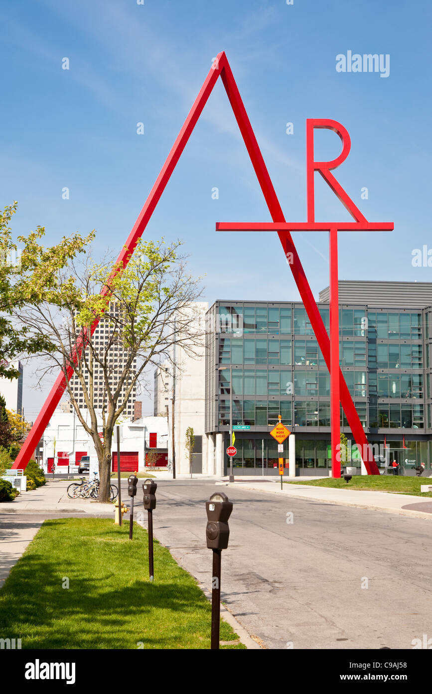 Art Sculpture By Doris Shlayn On The Columbus College Of Art And Stock Photo Alamy