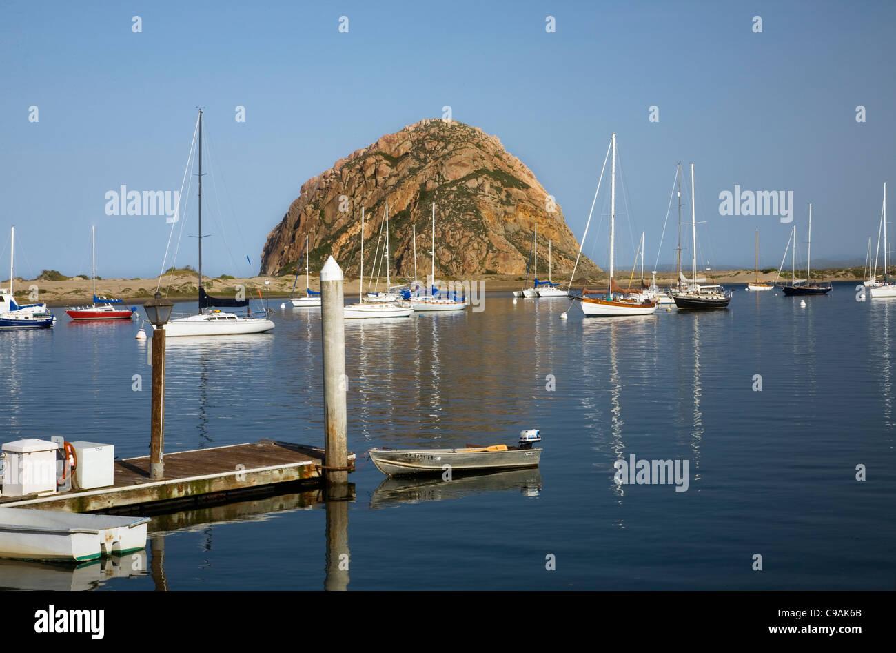 CALIFORNIA - Morro Rock and boats anchored in Morro Bay. - Stock Image