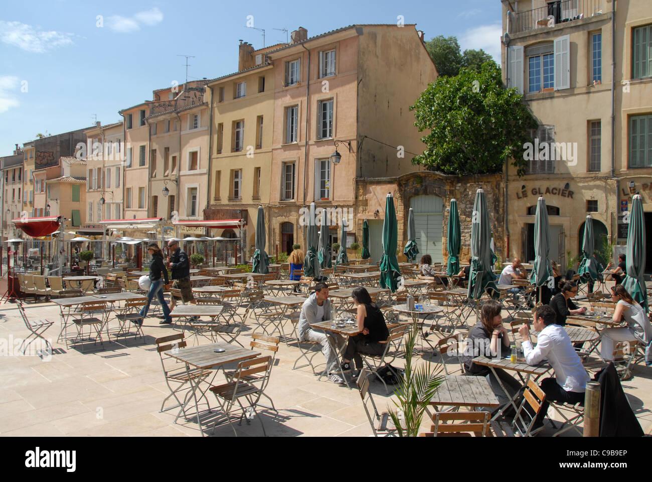 Terrasse cafés on the Place des Cardeurs in Aix-en-Provence - Stock Image