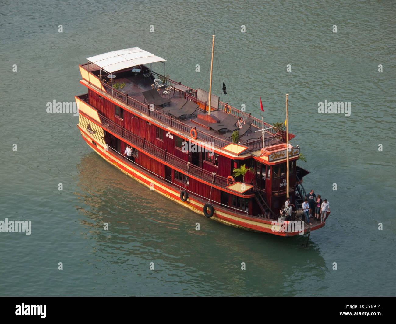 Tourist Junk Boat at Halong Bay in the South China Sea, Vietnam - Stock Image