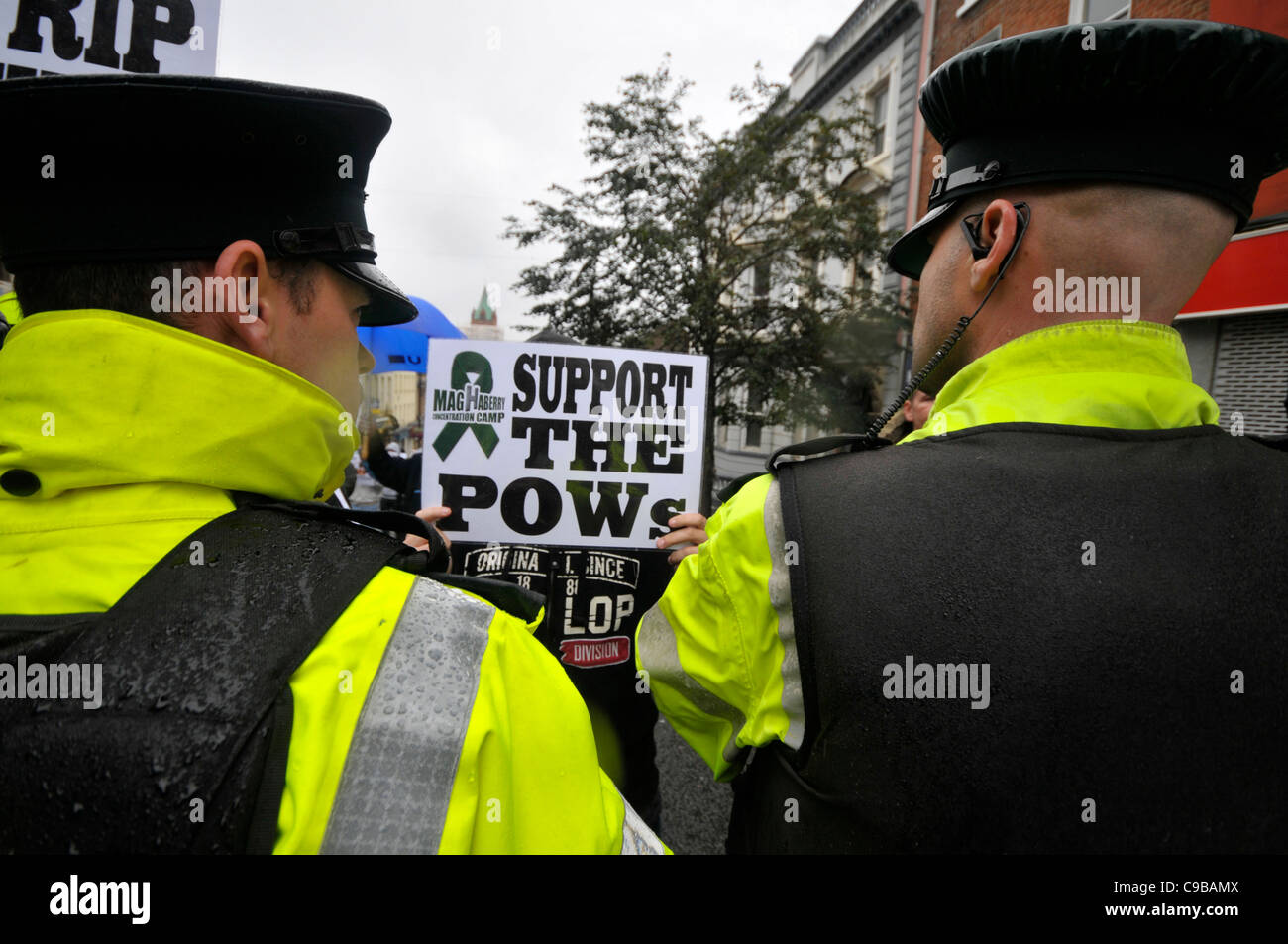 Dissident republican protesting in Londonderry for reform of prison conditions for Real IRA prisoners in Northern - Stock Image